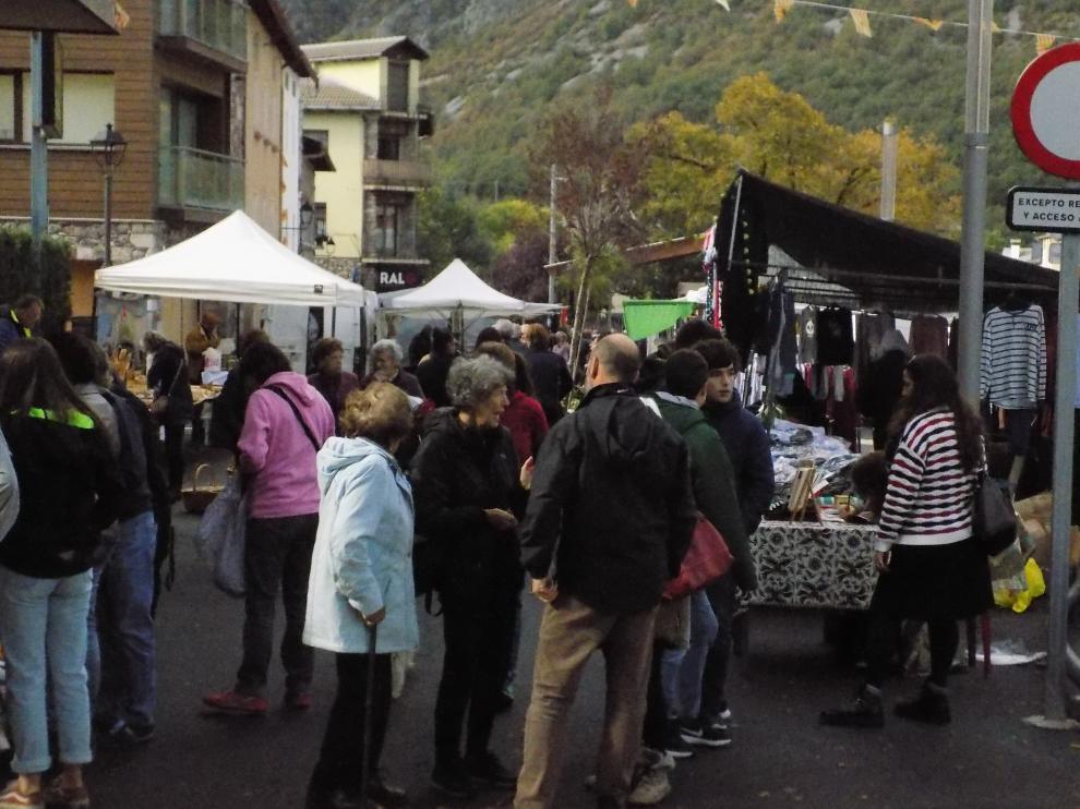 Un momento de la Feria de Castejón de Sos.