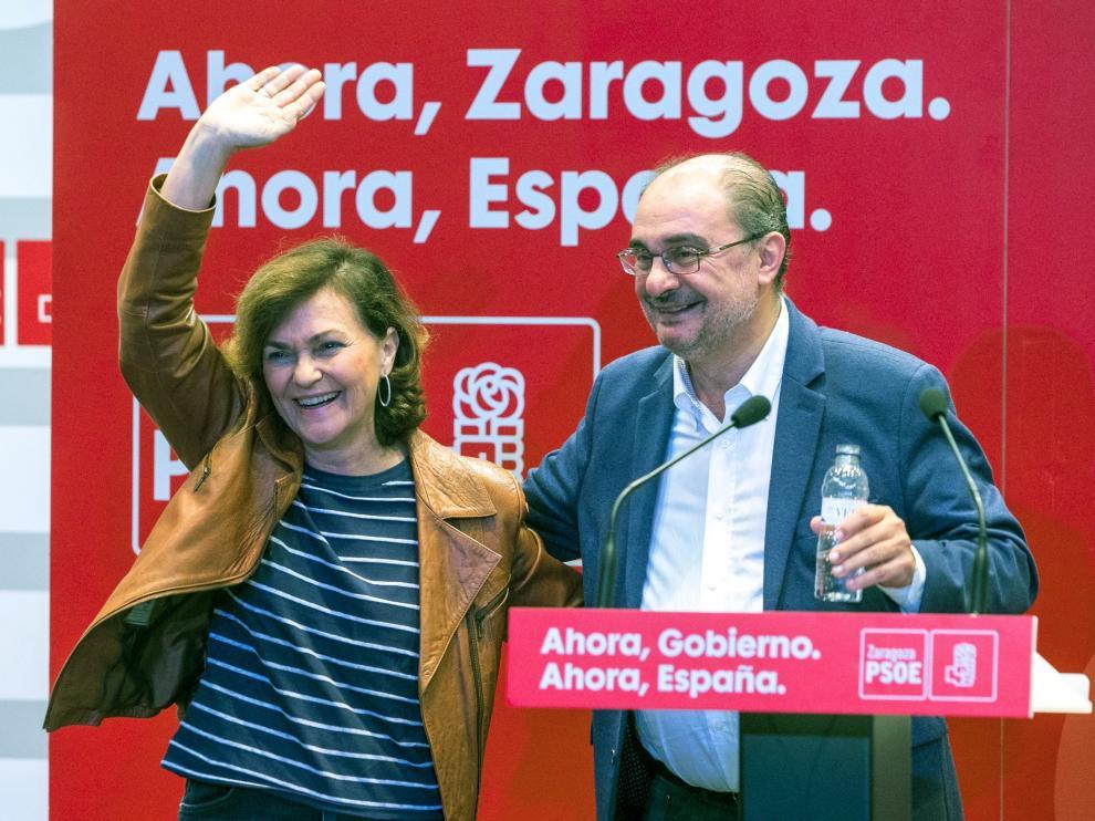 La vicepresidenta del Gobierno en funciones, Carmen Calvo (i), junto al secretario general del PSOE Aragón y presidente del ejecutivo autonómico, Javier Lambán