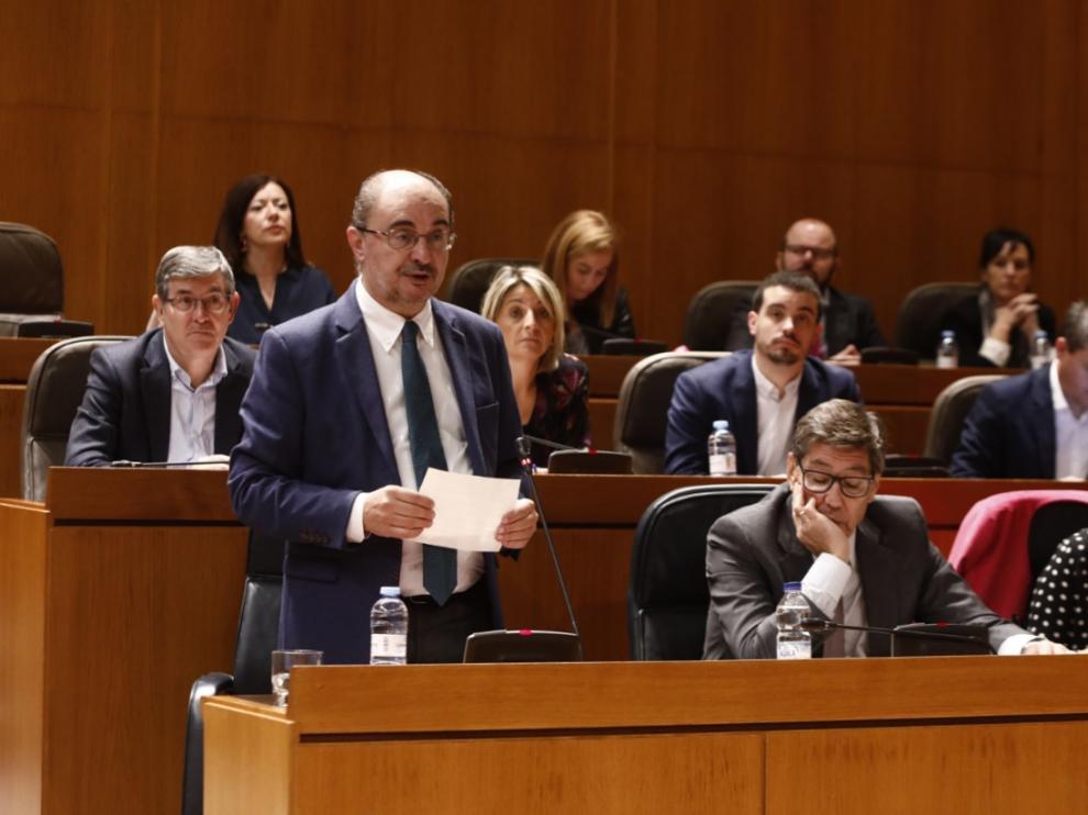 El presidente aragonés, Javier Lambán, en la sesión de control de las Cortes, este viernes.