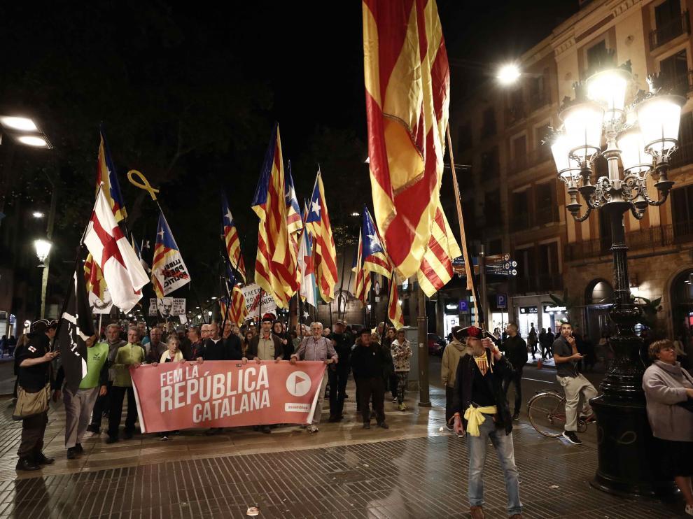 Manifestación contra la sentencia del 'procés' por el casco viejo de Barcelona.