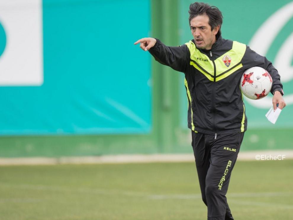 Pacheta, entrenador del Elche, durante un entrenamiento.