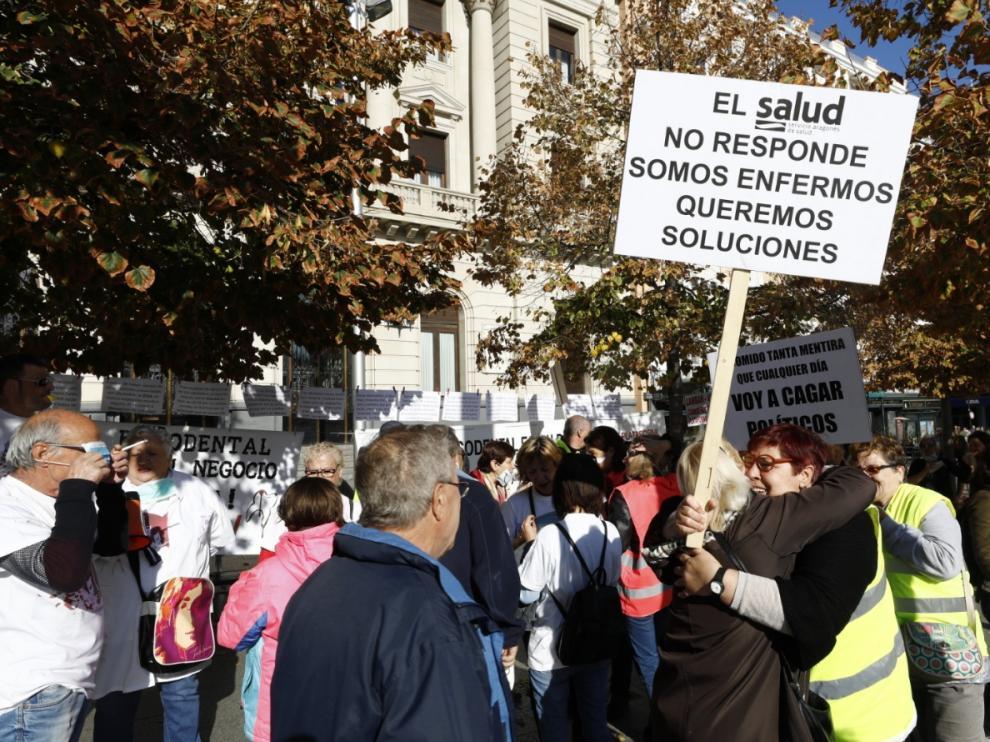 Afectados por el cierre de Idental se concentran en Zaragoza.