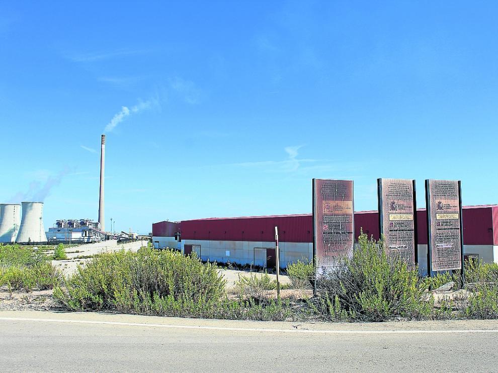 Nave y terrenos adquiridos por la empresa en el polígono PEAN, junto a la central.