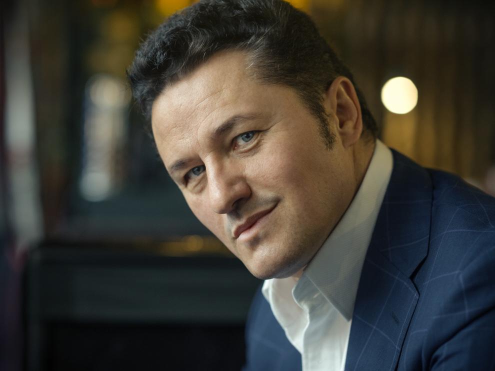 El tenor polaco Piotr Bezcala.