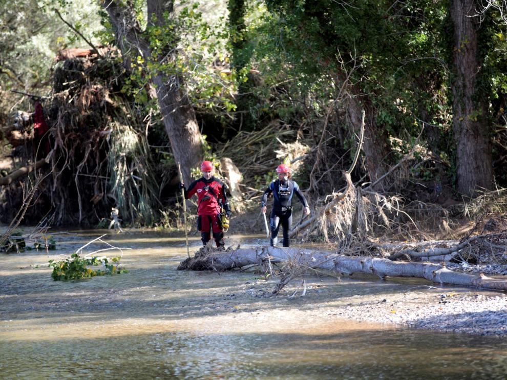 Tareas de búsqueda de los desaparecidos por el temporal en el río Francolí.