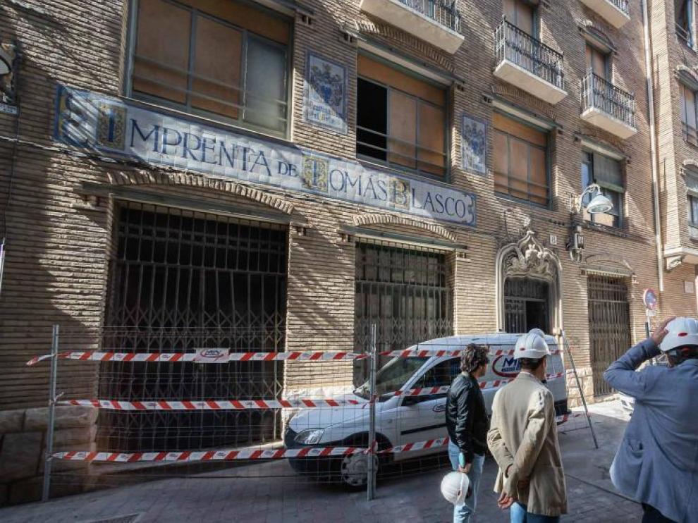El edificio de la imprenta Blasco, destinado al alquiler. El Ayuntamiento de Zaragoza prevé entregar en noviembre las 26 viviendas del bloque que acaba de rehabilitar frente a la trasera de la Audiencia Provincial .