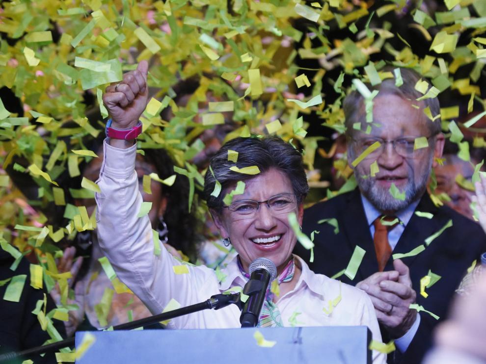 La candidata a la alcaldía de Bogotá, Claudia López, celebra su triunfo en las elecciones regionales de este domingo.