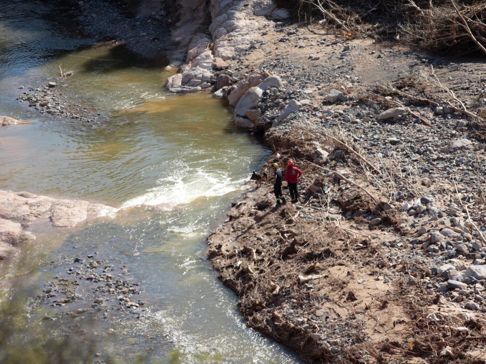 Los equipos de rescate intensifican las tareas de búsqueda en el río Francolí de Tarrragona.