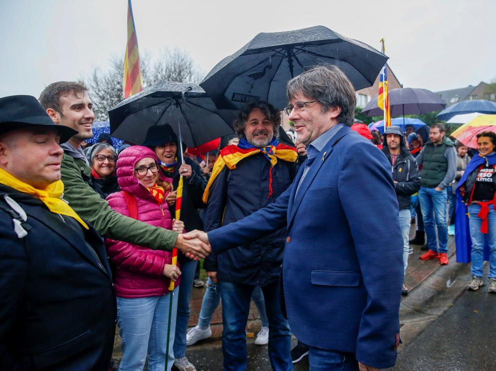 Puigdemont, en un acto de protesta el pasado domingo ante su residencia en Waterloo.