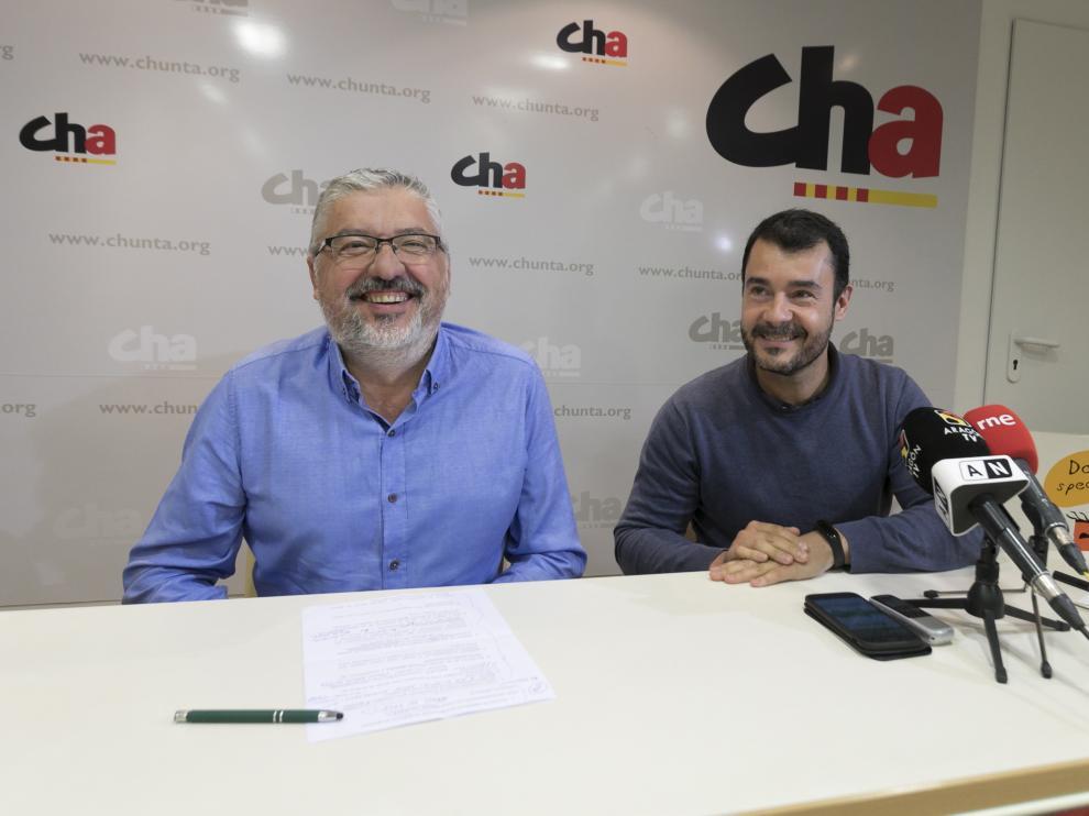 Salvador Ariste (i) y Chuaquín Bernal en la presentación de la campaña de CHA