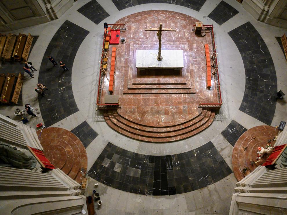 Fotografía facilitada por Moncloa del interior de la basílica del Valle de los Caídos tras las obras realizadas para reponer el solada que ocupaba la tumba de Francisco Franco.
