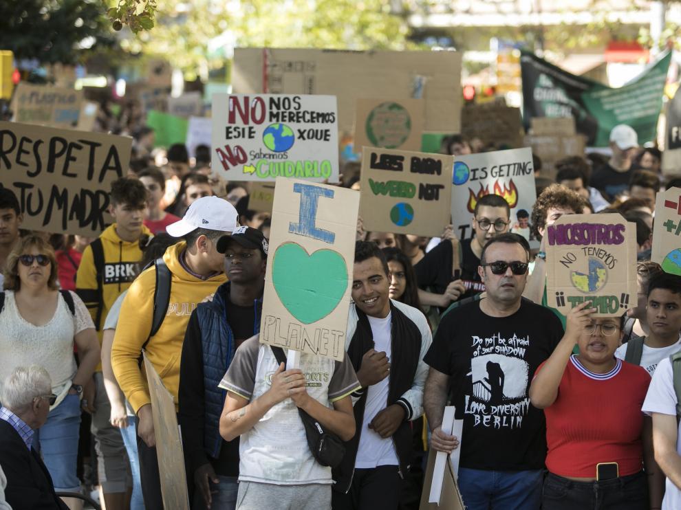 Manifestación en Zaragoza de jóvenes contra el cambio climático.