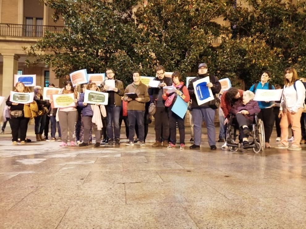 Personas concentradas en la tarde de este martes en Zaragoza