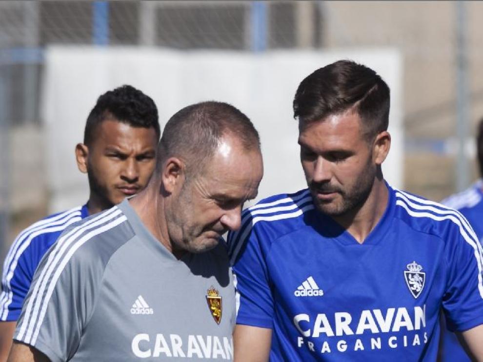Atienza charla con Víctor Fernández en la Ciudad Deportiva.