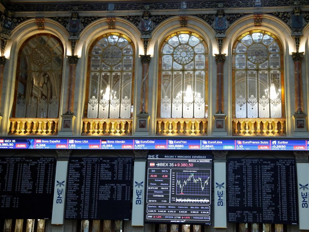 Vista del panel con el índice de las empresas del Ibex 35 en la Bolsa madrileña este pasado martes.