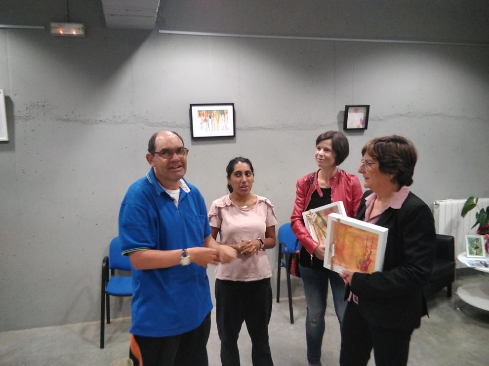 La consejera de Ciudadanía y Derechos Sociales, María Victoria Broto, durante su visita a la Fundación Los Pueyos