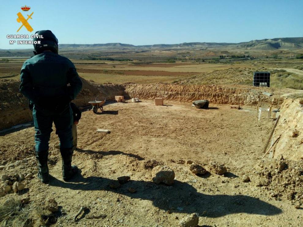 Una imagen de la excavación ilegal hallada por la Guardia Civil en un yacimiento arqueológico en Botorrita.