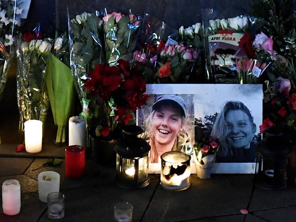 Ofrendas a las dos escandinavas asesinadas en Marruecos.