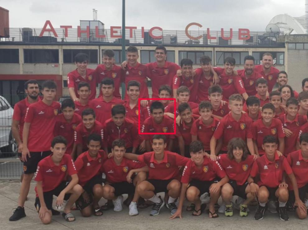 Nicolas Fontán, junto a sus compañeros del,Montecarlo Infantil A, Cadete B y Cadete A, en su visita a Lezama para jugar con el Athletic de Bilbao