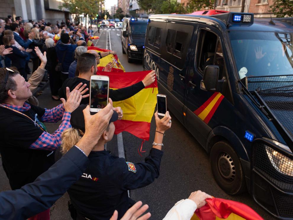 Recibimiento en Zaragoza de los policías desplegados en Cataluña.
