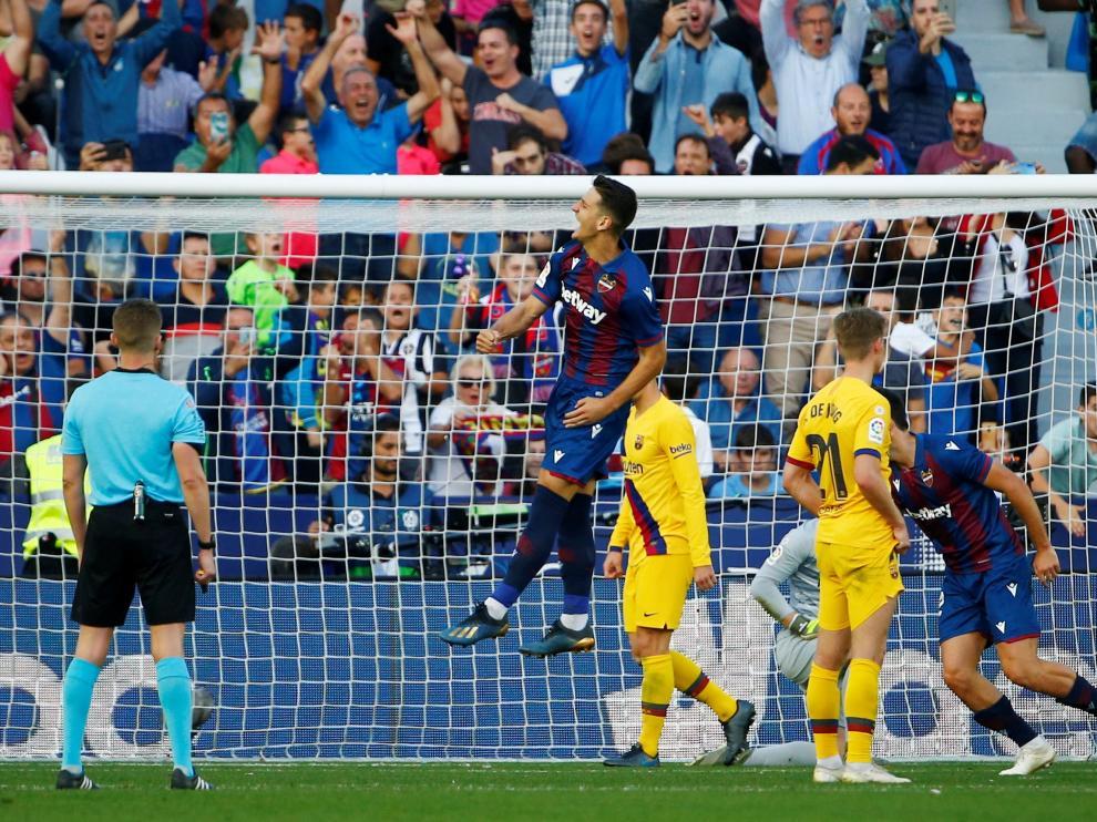 Radoja, del Levante, celebra un gol en el partido de Liga ante el FC Barcelona