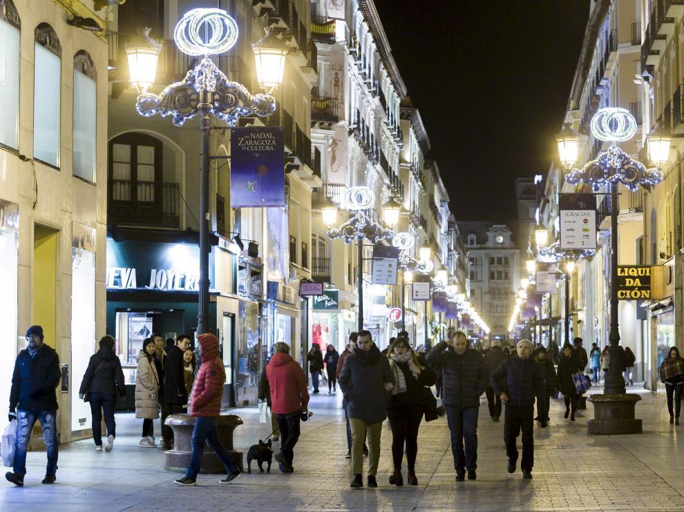 Vista de la iluminación de la calle de Alfonso I durante la Navidad de 2017.