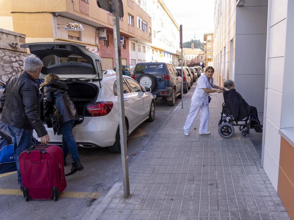 Ancianos procedentes de la residencia de Alfambra son trasladados a la residencia Rey Ardid en Teruel tras el cierre temporal de la primera. Foto Antonio Garcia/bykofoto. 04/11/19 [[[FOTOGRAFOS]]]