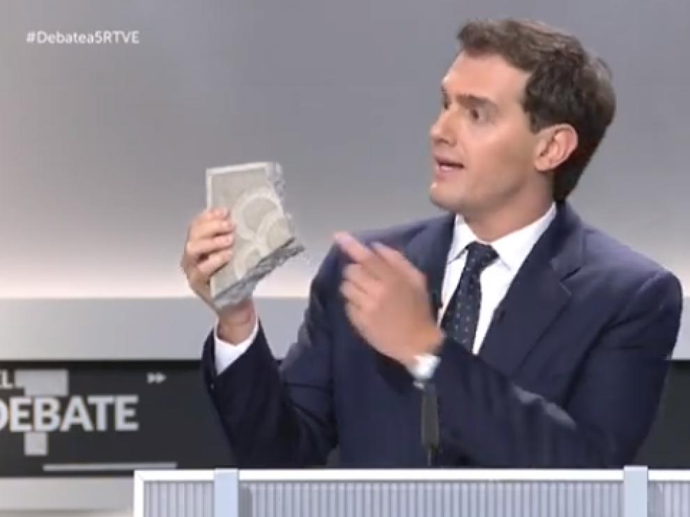 El adoquin de Rivera y otros memes del debate
