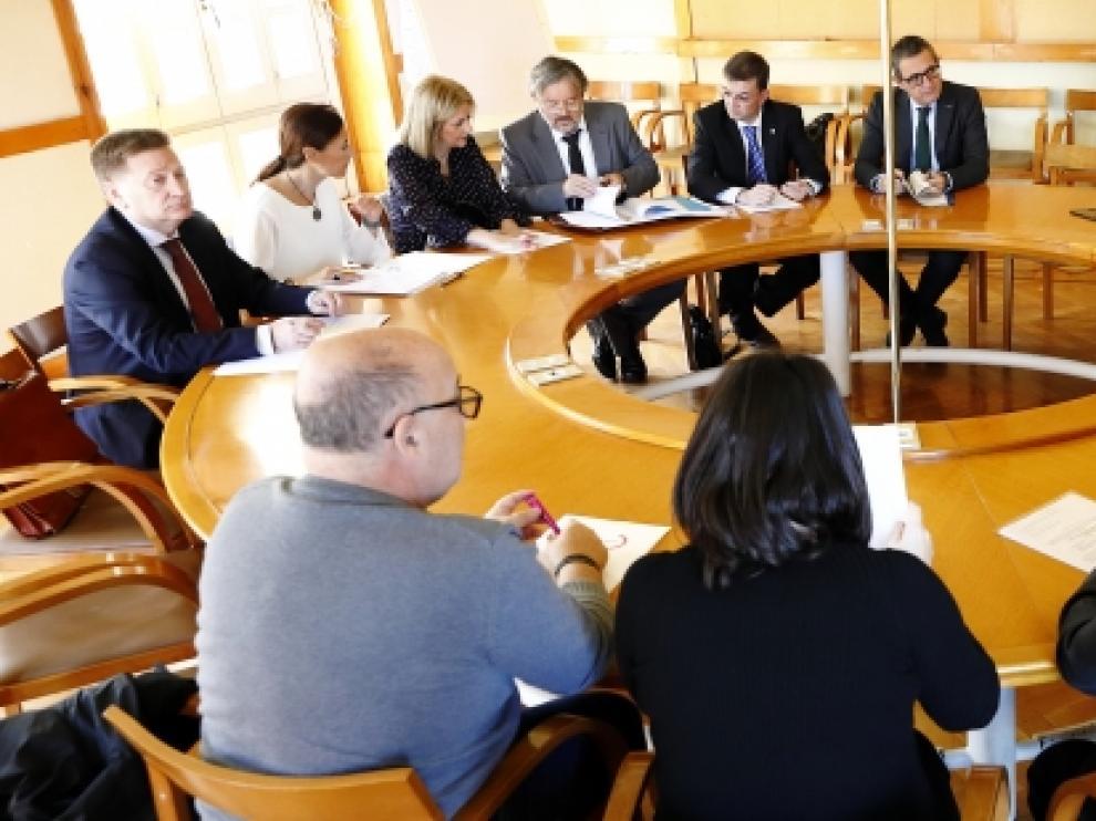 Todas las asociaciones de autónomos así como sindicatos y agentes sociales se han reunido hoy con la consejera en el edificio Pignatelli