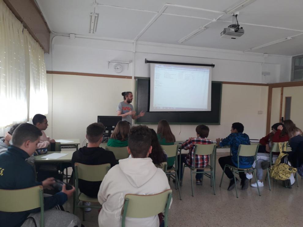Primera sesión de los talleres del cine en el IES Comunidad de Daroca.