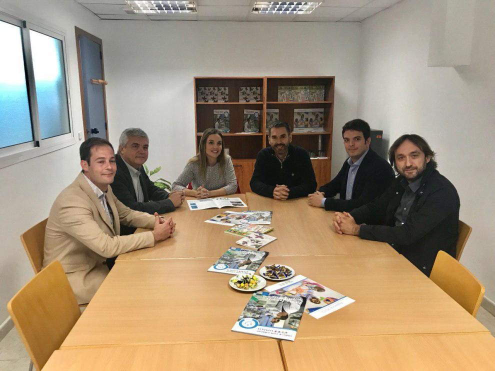 Imagen del encuentro entre la consejera de Ciencia, representantes de Aspanoa y los investigadores.