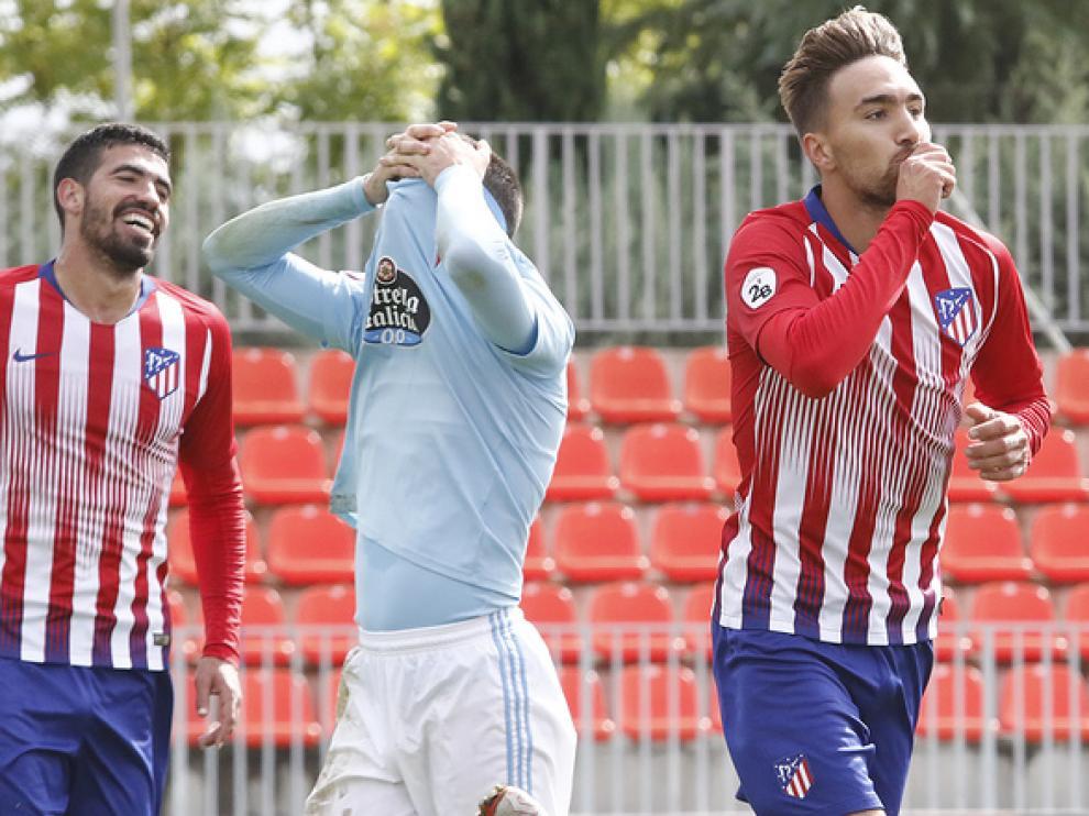 Darío celebra uno de sus goles en el Atlético de Madrid