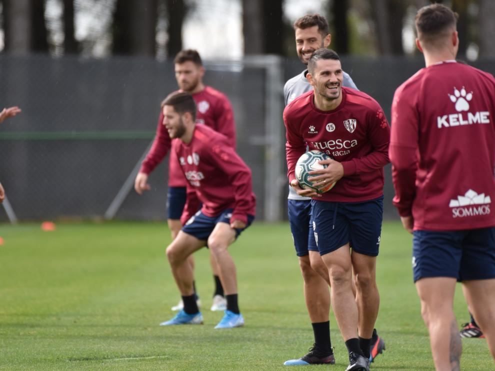 Toni Datkovic, en el centro de la imagen, durante el entrenamiento de este martes.