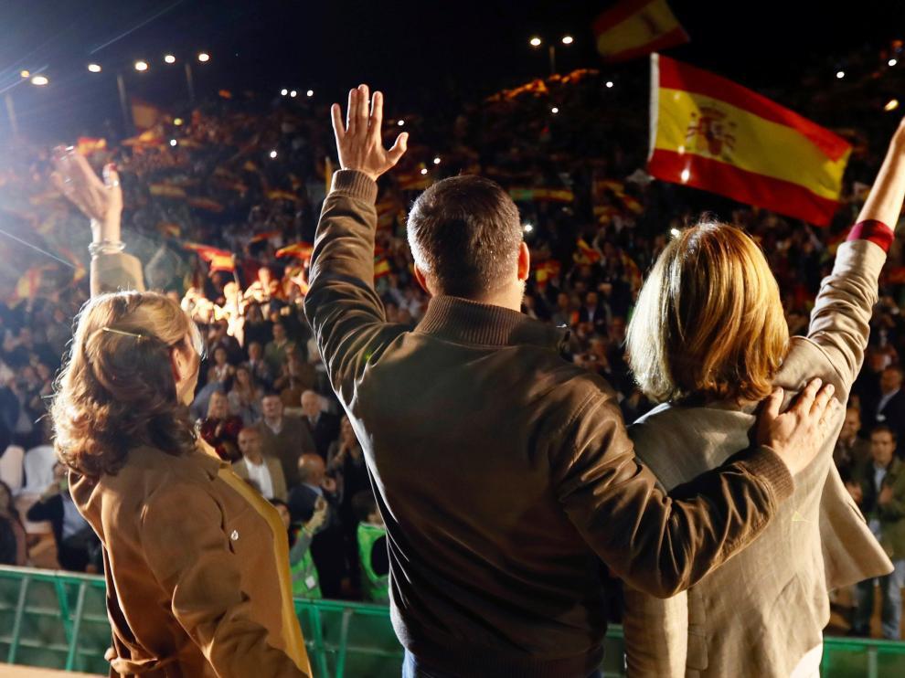 Acto del presidente de Vox, Santiago Abascal (en el centro de espaldas) en Sevilla.