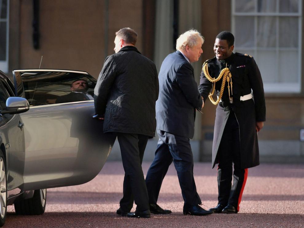 Boris Johnson a su llegada a la audiencia con la Reina Isabel II.