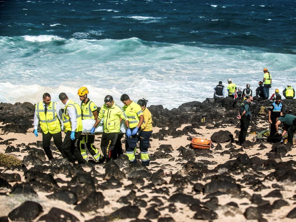 Cinco muertos en el vuelco de una patera en Lanzarote.