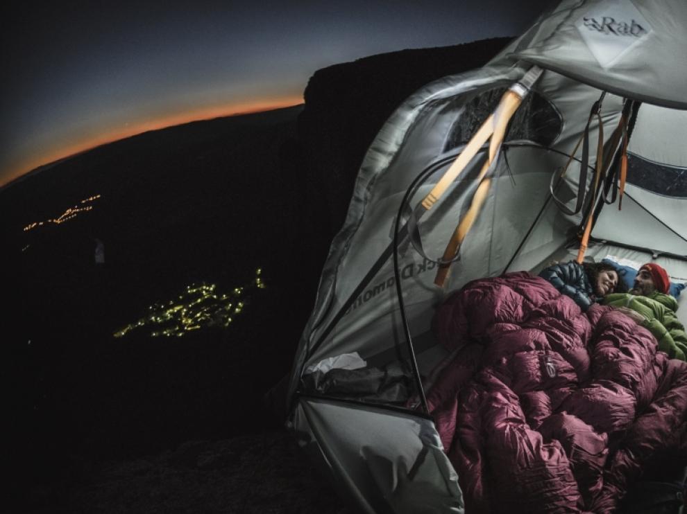 La experiencia ganadora en 2018 fue 'Sueños Verticales', que consiste en dormir suspendido a más de 100 metros de altura.