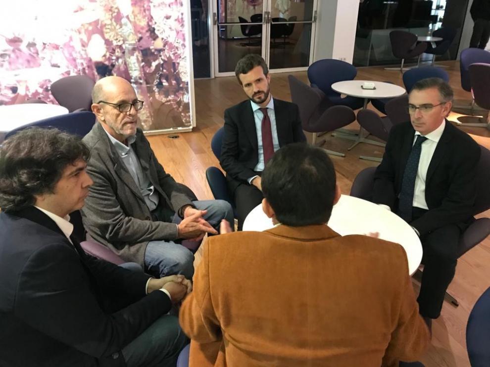Los representantes de la Federación, con Casado y los líderes populares, este miércoles en Zaragoza
