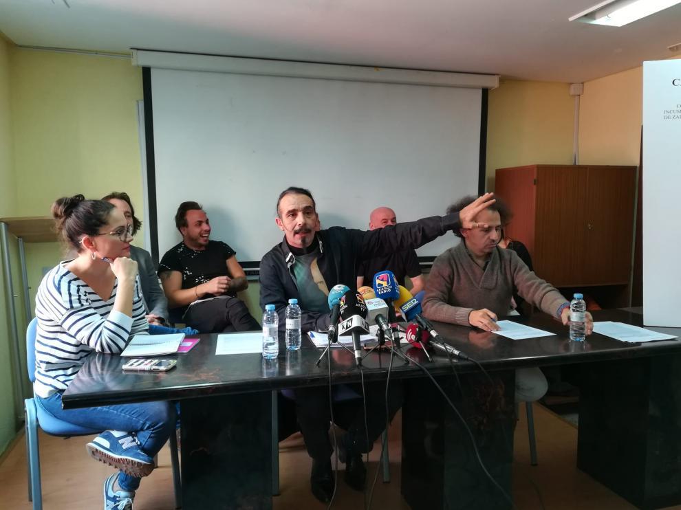 Míchel Mondrón, en el centro, junto a representantes de algunas de las compañías afectadas.