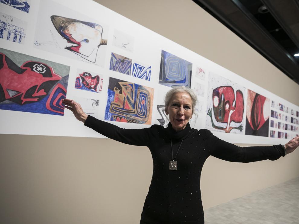 La pintora oscense Teresa Ramón, ante su serie 'Proceso de una resurrección'