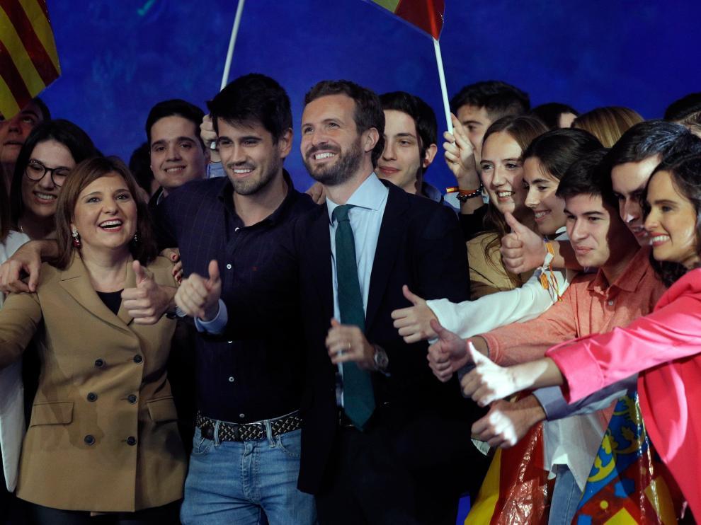 El líder del PP, este jueves, en su llegado al mitin central del partido en el Oceanográfico de Valencia.