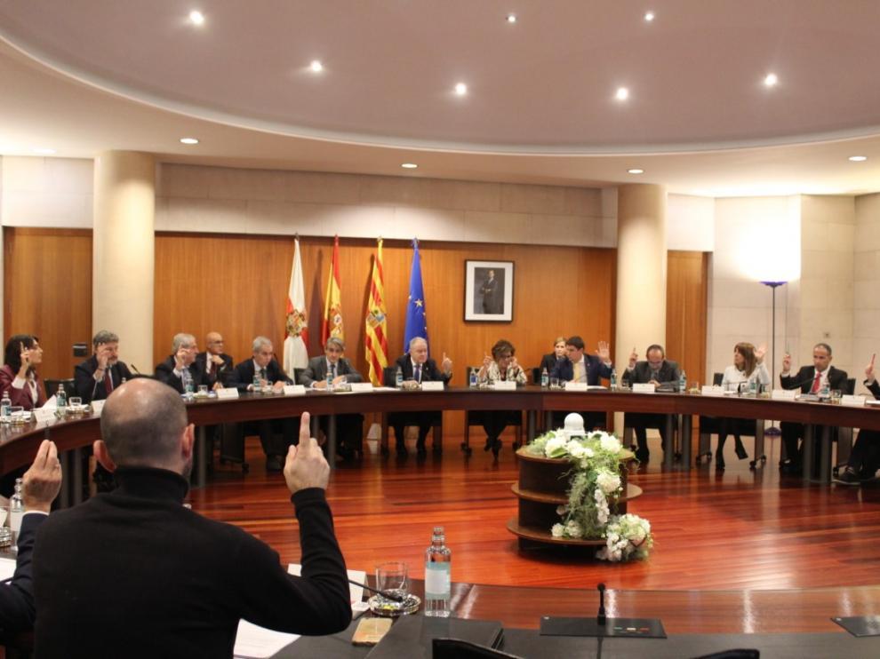 Pleno celebrado este jueves por la Diputación de Huesca.