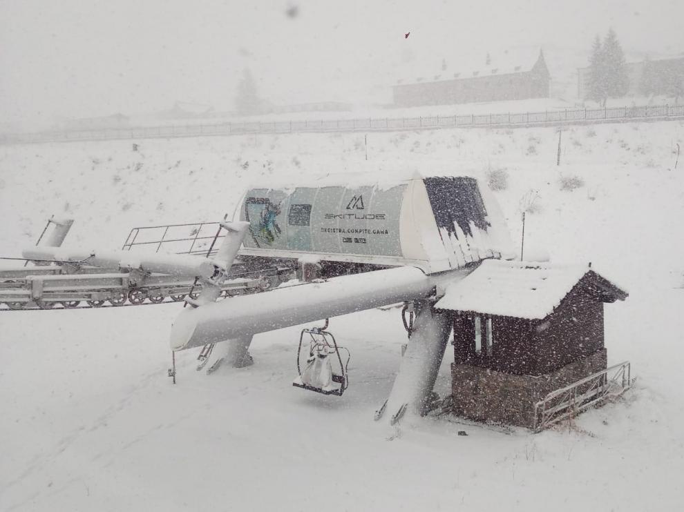 La estación de esquí de Candanchú sigue aumentando sus espesores.
