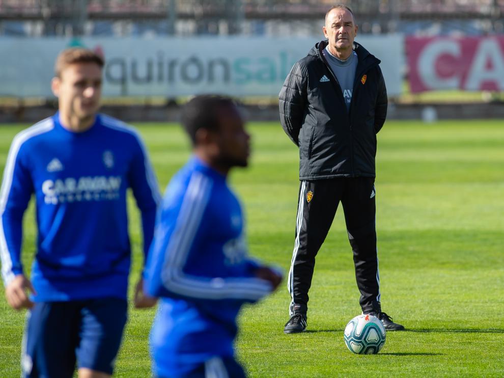 La plantilla del Real Zaragoza, en el entrenamiento de este viernes en la Ciudad Deportiva