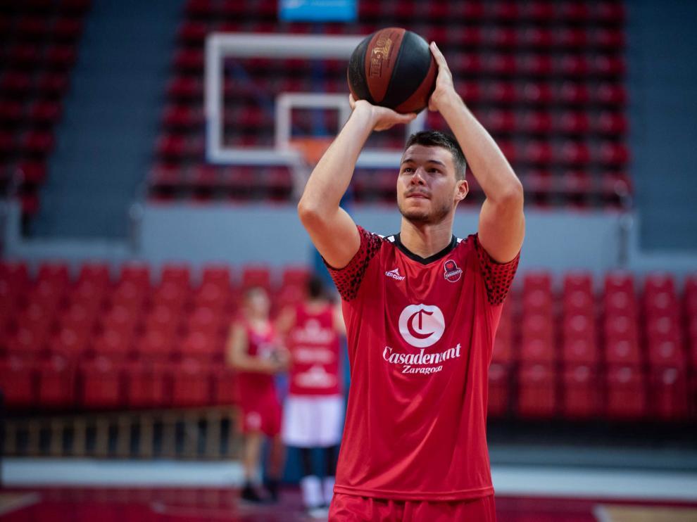 Jonathan Barreiro, alero del Casademont Zaragoza, en un entrenamiento.