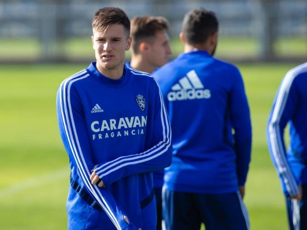 Vigaray, una de las novedades del Real Zaragoza en Almería, en el penúltimo entrenamiento de la semana.