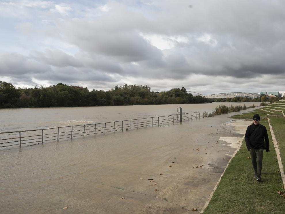 Gravas en el cauce del río Ebro a la altura del puente de Piedra de Zaragoza