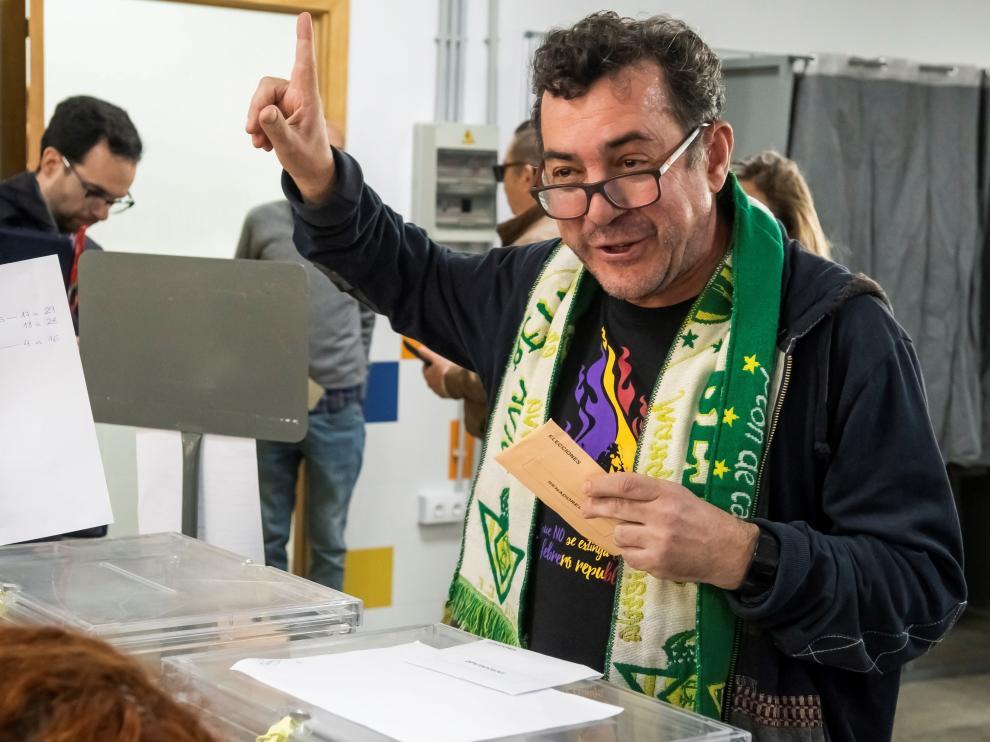Jornada sin incidentes, aunque con anécdotas, en los colegios electorales de toda España.