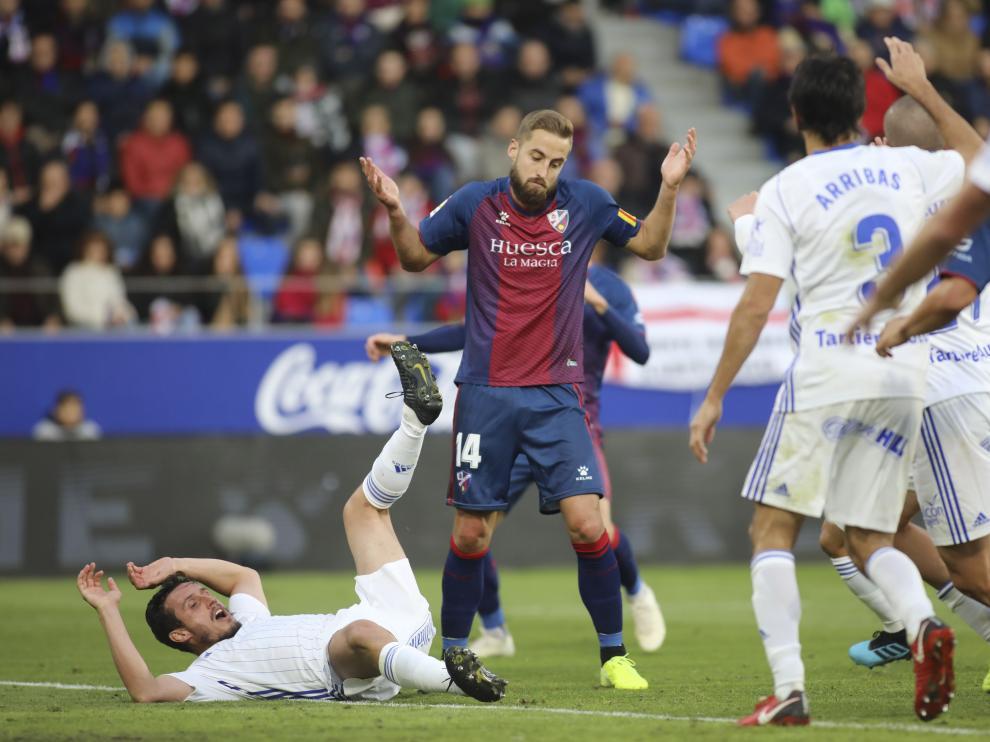 Jorge Pulido, en una acción del partido ante el Real Oviedo.
