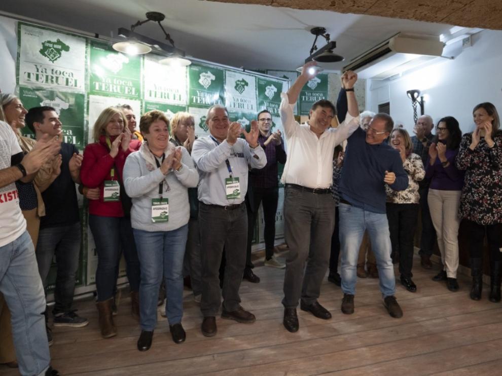 Celebraciones en la sede de Teruel Existe una vez se han confirmado los resultados.